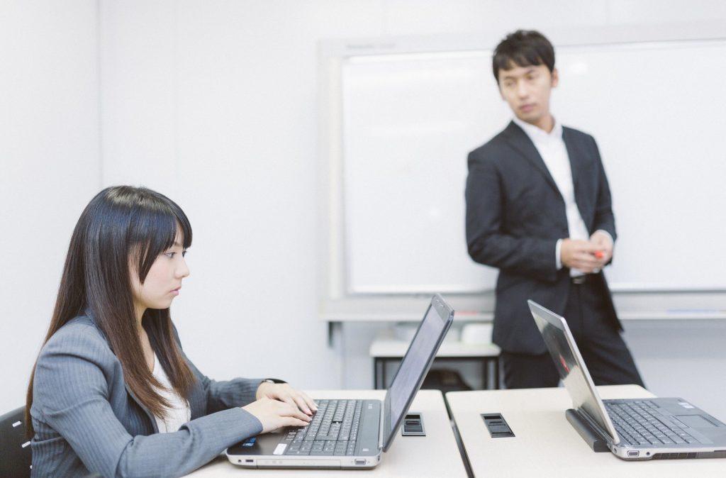 新しい経理スタッフに対する悩み、解決策にこんな方法をオススメします!