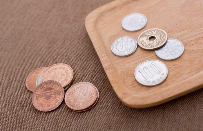 自分の口座への預け入れや、現金振込を「硬貨で行う時」、その枚数に応じて硬貨整理手数料が発生する!?